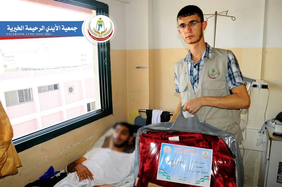 جمعية الأيدي الرحيمة توزع معونات إغاثية للجرحى أصحاب البيوت المدمرة